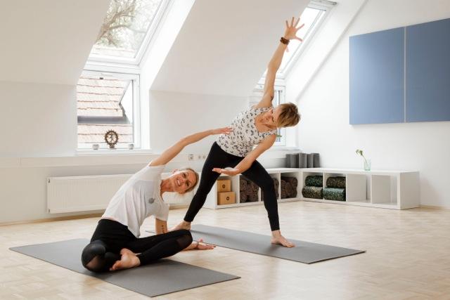 yoga zu hause trendy yoga zuhause u eine alternative with yoga zu hause finest chakrayoga. Black Bedroom Furniture Sets. Home Design Ideas
